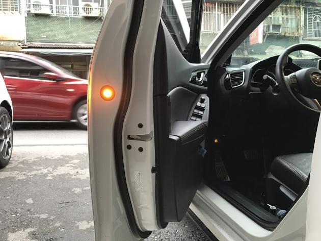 LED 警示燈 (黃光) 3